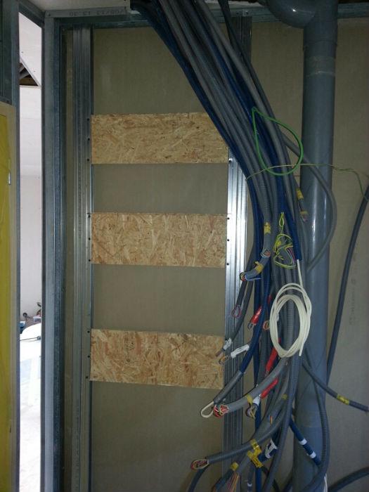 Maison ossature bois ronde de c dre plaques de pl tre 22700 for Accrochage tableaux au mur