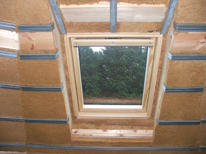Rails fourrures cloisonnement ossature m talique maison bois for Fou plafond platre